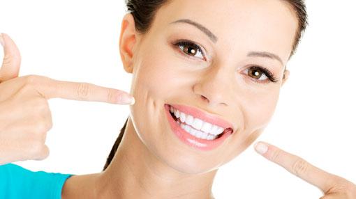 8 أسئلة شائعة حول عملية تبييض الأسنان