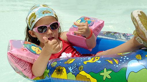بدء موسم السباحة - يجب أن تبدأ الوقاية من الشمس في سن مبكرة.