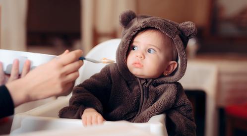 هل طفلك جاهز لتناول الطعام؟