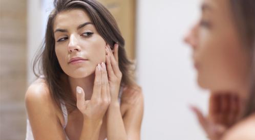 هل تحمي بشرتك من التجاعيد المبكرة؟