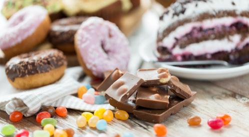 هل تتناول الكثير من السكريات؟