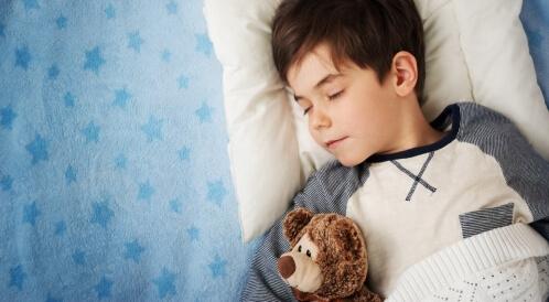 هل ينام طفلك بشكل كافٍ؟