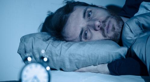 هل تعاني من الأرق واضطرابات النوم؟