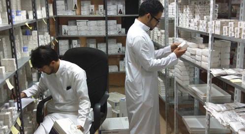 ضبط منزلاً لتخيزن الأدوات الطبية في جدة