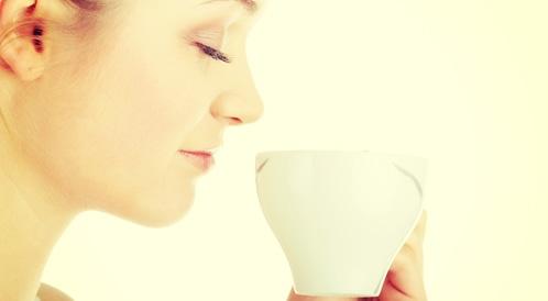 دراسة: الكافيين يساعد على التقليل من طنين الأذنين