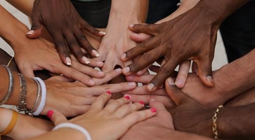 اليوم العالمي للإنسانية: قصصاً انسانية لإلهام الناس