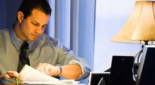 العمل لساعات طويلة لا يزيد الانتاجية بل الأمراض