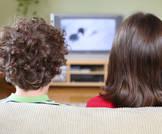 مشاهدة التلفاز وتصفح الانترنت يقللون من التحصيل الأكاديمي