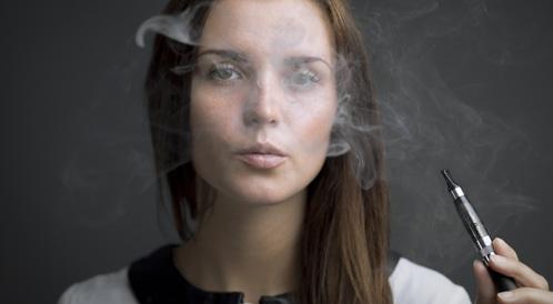 منظمة الصحة العالمية توصي بفرض قيود على السجائر الالكترونية