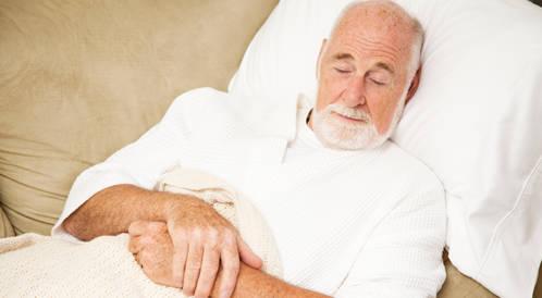 نقص الأكسجين أثناء النوم يرتبط بالتدهور المعرفي لدى الرجال المسنين