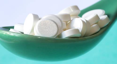 اللورنوكسيكام (Xefo) يخفف الألم بشكل جيد وقابل للمقارنة مع المورفين، مع تقليل الظواهر الجانبية