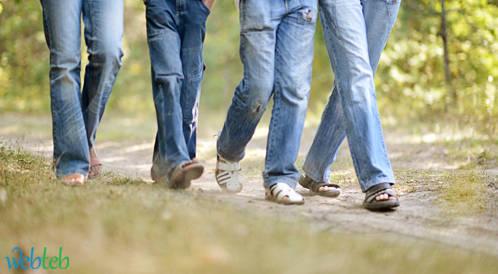 الإنسان يميل إلى المشي بطريقة كسولة