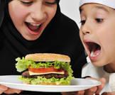 تواجد مطاعم الوجبات السريعة بالحي يؤثر على صحة عظام الأطفال