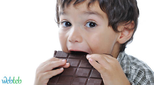 تحديد كمية السكر للاطفال كفيلة بتحسين صحتهم بسرعة