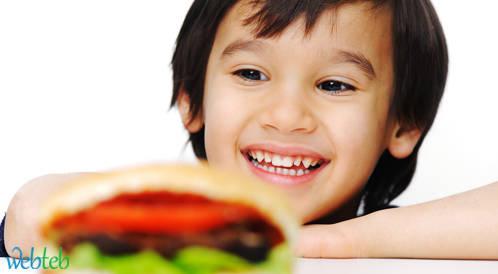 الالعاب كاداة تسويق للطعام السريع تحث الاطفال على تناولها