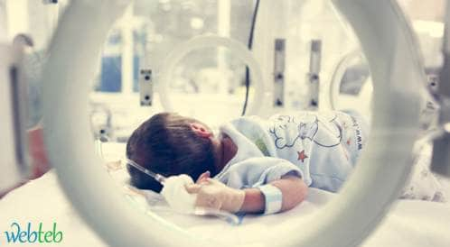 الخدج القريب من موعد الولادة ولكن لا يزال ضمن الفترة الحرجة للنمو