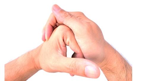 هل فرقعة الأصابع خطيرة؟ هذا ما حاول علماء كنديون اكتشافه