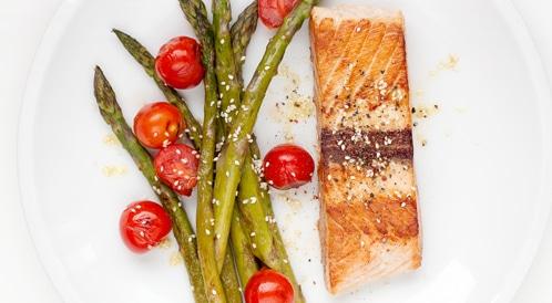 دراسة تكشف أن تناول الحامل للسمك يزيد من ذكاء الجنين