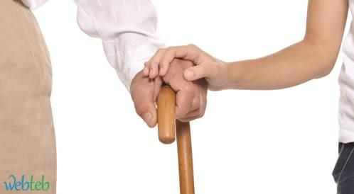 ضعف البصر في سن متقدمة يؤثر على المشي