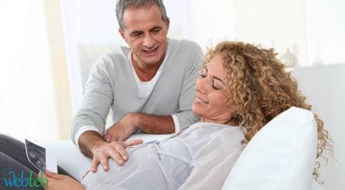 باحثون يؤكدون أن الحمل المتأخر يؤذي صحة المرأة