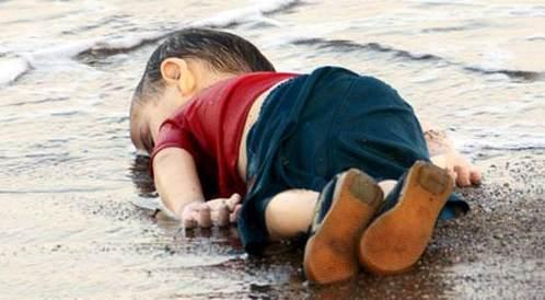 """""""اليان كردي يمثل جزءاً مما يتعرض له الاطفال المهاجرين"""""""