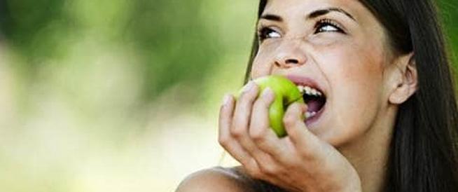 تناول التفاح يومياً يقلل من خطر الإصابة بـ5 أنواع من السرطان