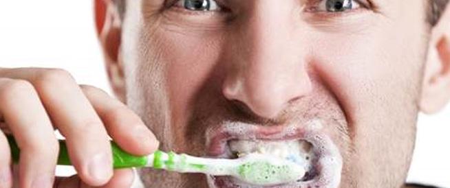تنظيف الأسنان قد يمنع الإصابة بالنوبات القلبية والسكتات الدماغية