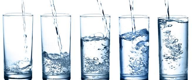 دراسة جديدة تحذر من شرب الماء بكثرة