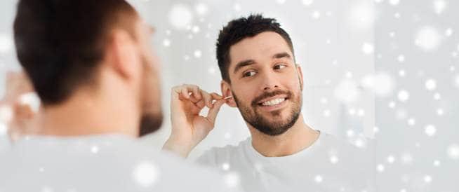 احذروا من تنظيف الأذن فقد يفقدكم السمع!