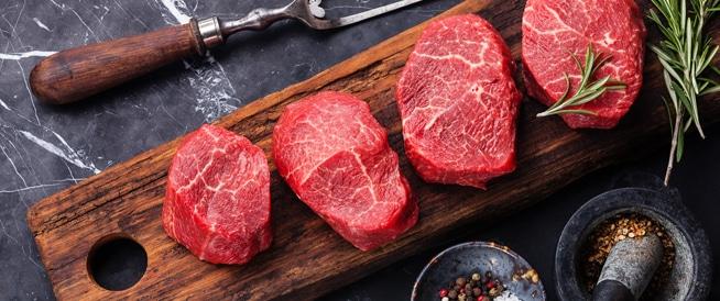 تناول الرجال للحوم الحمراء بكثرة قد يصيبهم بالتهاب القولون