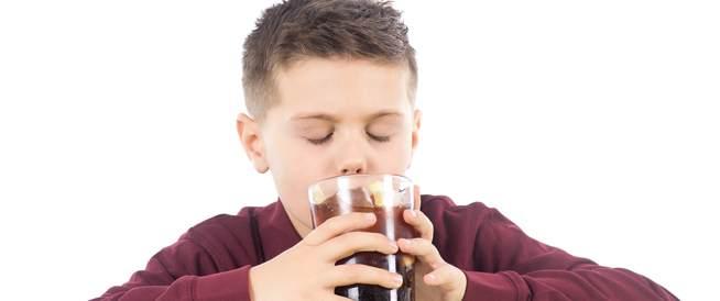 تناول الأطفال للمشروبات الغازية قد يصيبهم بالكبد الدهني الالتهابي