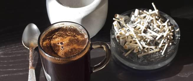 لماذا تشعر بحاجة لكوب قهوة بعد السيجارة؟