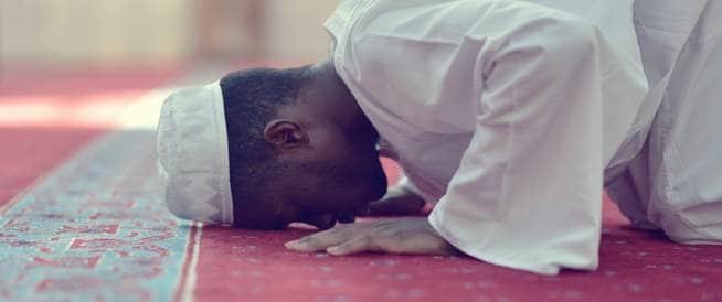 الصلاة قد تفيد في علاج آلام الظهر والمفاصل