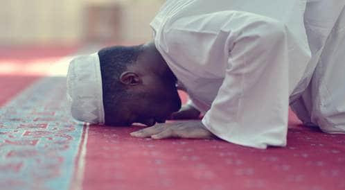 صلاة المسلمين قد تفيد في علاج آلام الظهر