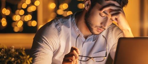 نوم الرجل ساعات أقل ليلاً قد يسبب سرطان البروستاتا!