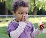 اللعب بالأنف وأكل محتوياته جيد لصحتك؟