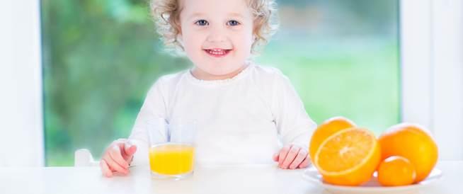 لا تعطِ طفلك دون عمر السنة عصير الفاكهة