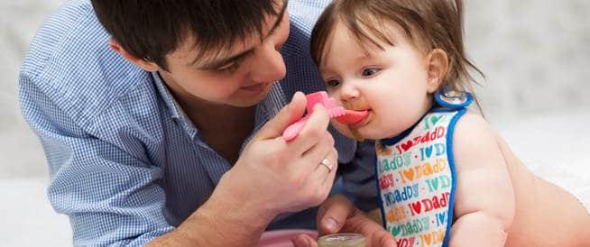 لا تطعم طفلك بالملعقة كي لا يكبر سميناً