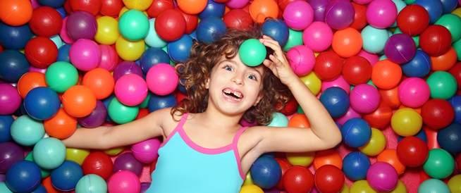 لا تترك أولادك يلعبون في أحواض الكرات الملونة