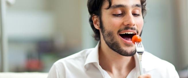 تناول الطماطم يومياً يحارب سرطان الجلد