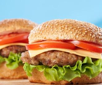 لوجبة همبرغر أقل ضرراً: استبدل البطاطا المقلية الجانبية بهمبرغر ثاني
