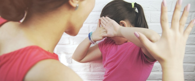 عقاب الطفل بالضرب قد يصيبه بالاكتئاب