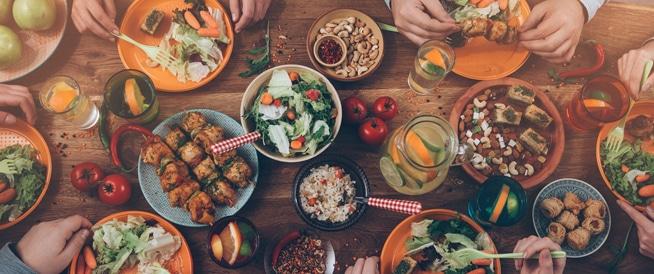 تناول الطعام بسرعة قد يصيبك بالعديد من الأمراض