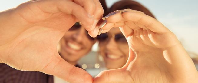 الزواج قد يرفع من مستوى السعادة والرضا