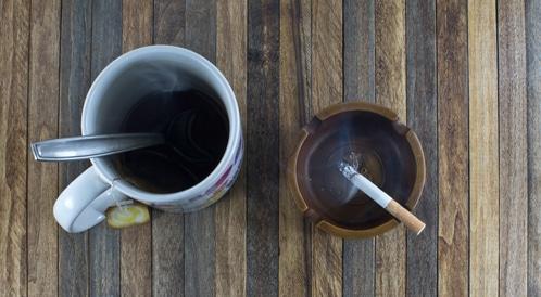 الشاي الساخن والتدخين