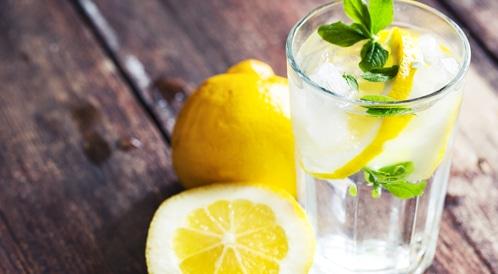 الماء الدافئ والليمون
