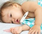 قياس حرارة الطفل