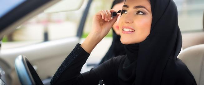 تحذير من ترك الدواء ومستحضرات التجميل في السيارة