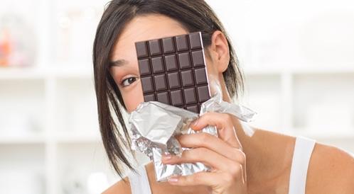 تناول الشوكولاتة