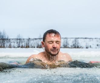 السباحة بالماء البارد قد تخلصك من الاكتئاب